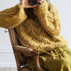 Gepard Montgolfier – sweater med ballonærmer D Lace Knitting Patterns, Lace Patterns, Cardigan Pattern, Knit Cardigan, Drops Baby, Tweed, Knit Crochet, Crochet Pattern, Mohair Sweater