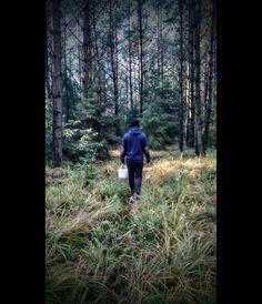 Photo by: DiArtemis https://www.instagram.com/di.artemis/ #jedziemynagrzyby #nature #forest #woods #trees #mushrooms #grzyby #boy #autumn #fall #cold #jesień #polish #Poland #polska #las #natura