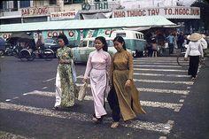 Saigon - ao dai tren duong Le Loi 1964 by manhhai, via Flickr