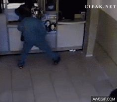 Funny Gif: Bank Robbery Gone Well With The Assistance Of A Stand-Up Citizen Best Funny Pictures, Funny Photos, Random Gif, Lose Something, Have A Laugh, Vintage Easter, Stand Up, Haha, Hilarious