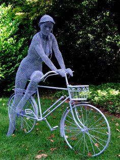 British artist Derek Kinzett uses wire mesh to create beautiful figure sculptures. Sculptures Sur Fil, Sculpture Art, Wire Sculptures, Chicken Wire Art, Cycling Art, Bronze, Land Art, Public Art, Garden Art