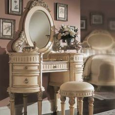 ( K_ would love this for her bedroom) Beautiful vintage style vanity