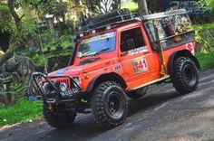 Barangkali mobil ini menjadi peserta West Java Adventure Offroad (WJAOR) XVI yang datang paling jauh. Mobil ini datang dari Medan, Sumatera Utara, dengan dikendarai Benny Yudi Purnama.