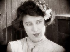 Beatrice Lily -Thoroughly modern Lillie … Exit Smiling (1926)