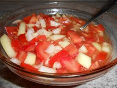 Rajčatový salát s cibulí. Autor: HeMiShEk Fruit Salad, Watermelon, Ethnic Recipes, Food, Author, Syrup, Fruit Salads