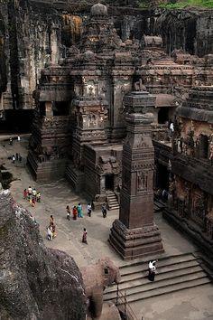 Roches taillées - Temple Kailasa Ajanta Ellora - Inde © Photo sous Copyright