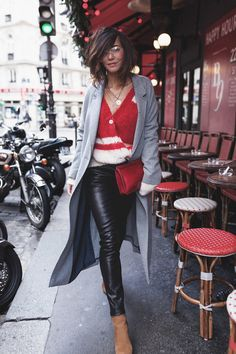 In my outfit: light red clutches of the brand Jerome Dreyfuss, orange ankle boots of the brand ysl, black pants of the brand lovefh, light red sweaters of the brand American Vintage, and light grey coats of the brand American Vintage Cozy Fashion, Fashion Mode, Winter Fashion Outfits, Womens Fashion, Oufits Casual, Casual Outfits, Orange Ankle Boots, Looks Style, My Style