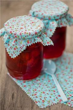 Mmm red jam and aqua fabric Michigan Cherries, Turquoise Cottage, Red Cottage, Homemade Jelly, Jam And Jelly, Jelly Jars, Vegetable Drinks, Strawberry Jam, Healthy Eating Tips
