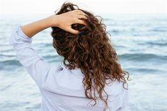 Ya es hora de cortarte el pelo, pero sabés que los rizos tardan en crecer y tenés miedo que no te quede bien. Por eso te damos un asesoramiento para lograr un corte exitoso y que en casa el efecto se potencie