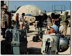 A gallery of Star Wars publicity stills and other photos. Featuring Mark Hamill, Harrison Ford, Carrie Fisher, Anthony Daniels and others. Iconic Movies, Popular Movies, Old Movies, Classic Movies, Famous Movies, Kenny Baker, Mark Hamill, Rare Historical Photos, Rare Photos