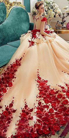 Flora Applique Prom Dresses 2018 Champagne And Red Ball Gowns Evening Gowns Peplum Sheer Back Covered Buttons Vintage Bridal Gowns Red Ball Gowns, Ball Gowns Evening, Ball Dresses, Bridal Dresses, Evening Dresses, Prom Dresses, Ball Gowns Fantasy, Floral Wedding Dresses, Dress Prom