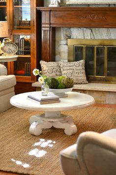 round coffee table & sturdy-looking yet comfy rug.