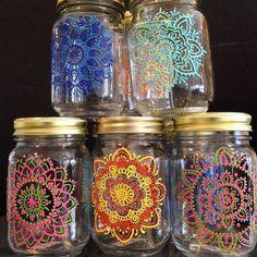 Wine Bottle Crafts, Mason Jar Crafts, Bottle Painting, Bottle Art, Pot Mason, Diy And Crafts, Arts And Crafts, Jar Art, Dot Art Painting