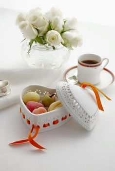 Coffee time right now ~. Good Morning Coffee, Good Morning Good Night, Coffee Break, Coffee Cafe, Coffee Shop, Chocolate Cafe, Coffee Facts, Tea And Books, Turkish Coffee