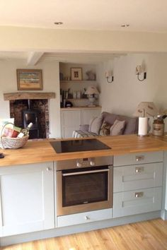 47 Inspiring Country Style Cottage Kitchen Cabinets Ideas - About-Ruth Cottage Kitchen Cabinets, Small Cottage Kitchen, Open Plan Kitchen Living Room, Kitchen Family Rooms, Cottage Kitchens, New Kitchen, Home Kitchens, Kitchen Decor, Kitchen Ideas