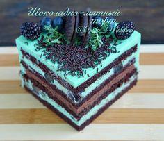 Наверное самый бессменый лидер по вкусовым предпочтениям моих заказчиков Шоколадно- мятный торт! Сочетание вкуса придумалось мне в том году и с тех пор это торт только набирает обороты) #торт #тортик #ассорти #свадебныйторт #тортмосква #cake #cakes