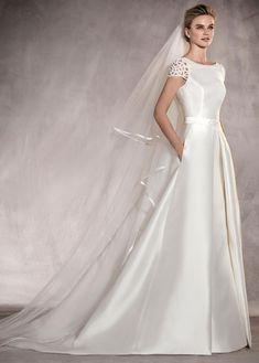 Buy discount Romantic Tulle & Lace Bateau Neckline A-line Wedding Dress With Lace Appliques & Beadings at Dressilyme.com #weddingdressideas