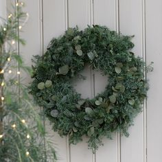 Slik lager du en fin barkrans Christmas Time, Christmas Wreaths, Merry Christmas, Christmas Decorations, Xmas, Holiday Decor, Winter Holidays, Happy Holidays, Christmas Interiors