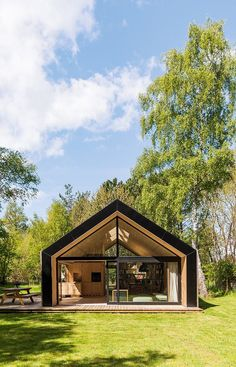 Summer cabin in Ellinge Lyng, Denmark by Barlby Carlsson Tiny House Cabin, Tiny House Design, Modern House Design, Modern Wooden House, Modern Barn House, Wooden Summer House, Shed Homes, Prefab Homes, Bungalow Extensions