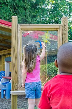 A plexiglass painting wall-plexiglass between a wooden frame. Perfect for outdoor finger painting