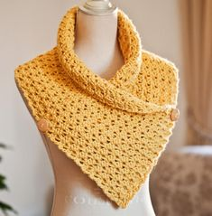 Ravelry: Crochet Buttoned Cowl pattern by Mon Petit Violon Crochet Scarves, Crochet Shawl, Crochet Yarn, Crochet Clothes, Crochet Stitches, Free Crochet, Ravelry Crochet, Crochet Crafts, Crochet Projects