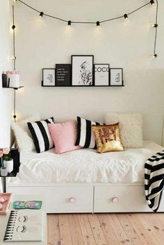 Modern Teen Bedroom Organization Need some teen bedroom ideas for girls? Check out different cheap and more expensive decorations styles: boho, vintage, modern, cozy, minimalist Modern Teen Bedrooms, Teen Girl Bedrooms, Modern Bedroom, Vintage Teen Bedrooms, Boho Teen Bedroom, Bedroom Vintage, Gray Teen Bedrooms, Ikea Teen Bedroom, Teen Bedroom Furniture