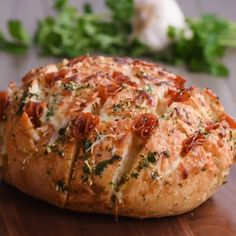 Ingredients- 1 loaf crusty bread- ¼ cup butter- 3 tbsp parsley, chopped- 2 cloves garlic, chopped- 2 cups shredded mozzarella- 1 cup pepperoni slices- ¼ tsp re Appetizer Recipes, Dessert Recipes, Appetizers, Desserts, Fingerfood Party, Pull Apart Bread, Yummy Food, Tasty, Snacks