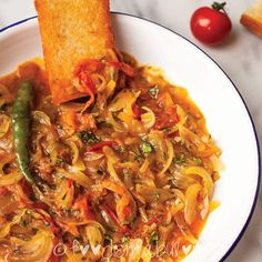 Tomato and Onion Salad bhaji Recipe is an authentic Goan recipe for a traditional breakfast found across all local homes and restaurants. Goan Recipes, Indian Food Recipes, Cooking Recipes, Ethnic Recipes, Tomato And Onion Salad, Tomato Breakfast, Bhaji Recipe, Pasta Salad, Salad Recipes
