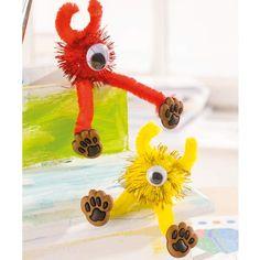 """Monster mit Pfeifenputzern und Wackelaugen (Idee mit Anleitung – Klick auf """"Besuchen""""!) - Sehen diese Monster nicht klasse aus? Kinderleicht zu basteln und der Spieltrieb wird danach auf dem Kindergeburtstag sehr groß sein!"""