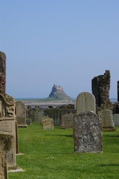Lindisfarne Castle (National Trust) can be seen from the grounds of Lindisfarne Priory on Holy Island in Northumberland. Abandoned Houses, Abandoned Places, Great Places, Places To Go, Northumberland Coast, Berwick Upon Tweed, World Wallpaper, Great North, North East England