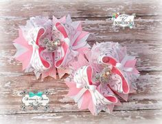 This is a set of beautiful stacked Piggie bows. They are full with lots of fun layers of a flat base base bow, spikes, loops, and side bows.