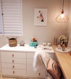 Cômoda para quarto: 40 modelos incríveis e sugestões para você comprar Home Decor Bedroom, Dining Room Decor, Dream Rooms, Bedroom Decor, Room Makeover, Bedroom Design, Home Bedroom, Home N Decor, Home Decor