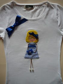 BROCHES NEREUCHI: CAMISETAS DE FIELTRO Y MONEDERO Shirts For Girls, Girl Shirts, Jewelry Crafts, Arts And Crafts, Sewing, Sweatshirts, Quiet Books, Sweaters, Erika