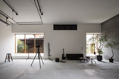 Find Out How a Japanese Architect Created a Fluid Live/Work Space For a Photographer - Photo 10 of 12 -