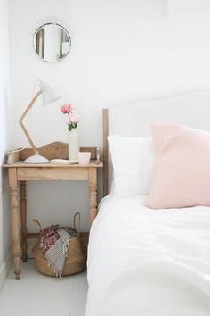 Leesa mattress review | Bedroom | Vintage bedroom furniture with dusky pink accents | Apartment Apothecary