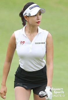 Beautiful Hijab Girl, Stunning Girls, Beautiful Asian Girls, Sexy Golf, Girls Golf, Ladies Golf, Girl Golf Outfit, Female Athletes, Female Golfers