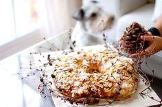 ¿Cómo puede ser tan complicado dar con la masa perfecta? Esta es sin duda la mejor receta que he probado hasta ahora del Roscón de Reyes de Navidad.
