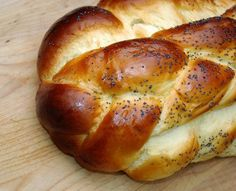 Gluten Free Challah that looks like traditional Challah. Looks yummy.