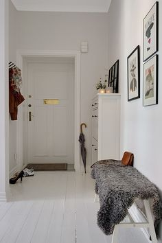 suelo laminado blanco muebles de ikea inspiración casas estilo sueco decoración estilo nórdico diseño de interiores decoración escandinava decoración en blanco decoración de interiores cocinas blancas cocina blanca rústico moderno