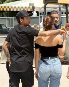 VALENCIA, CA - JUNE Athlete Neymar Jr. and actress Bruna Marquezine are seen at Six Flags Magic Mountain on June 2017 in Valencia, California. (Photo by Mathew Imaging/WireImage) Neymar Jr Brazil, Barbara Palvin, Bruna Marquezine And Neymar, Neymar Girlfriend, Mbappe Psg, Neymar Football, Don Juan, Korean Couple, Young Love
