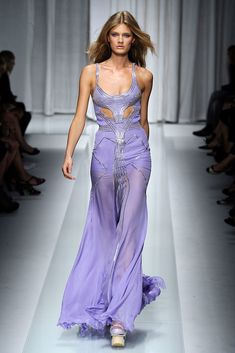Versace Spring 2010 Ready-to-Wear Fashion Show - Abbey Lee Kershaw