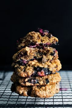 ♥ Blueberry Oatmeal Cookies ♥  http://www.ladyandpups.com/2014/04/23/monday-blue-berry-oatmeal-cookie/