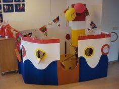 Welke boot maak ik in klas? optie 1 Cardboard Paper, Cardboard Crafts, Nautical Mickey, Art For Kids, Crafts For Kids, Sea Crafts, Mickey Birthday, Sea Theme, Recycled Crafts