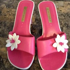 Slippers very beautiful fushia color Heel sandals very beautiful fushia color,With a white flower in front,are very nice, used a few times rarely..TRADE with another wedges 👠 Andrea Shoes Slippers