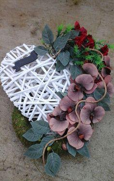 Funeral Flowers, All Saints, Door Wreaths, Paper Flowers, Flower Arrangements, Christmas Wreaths, Succulents, Easter, Holiday Decor