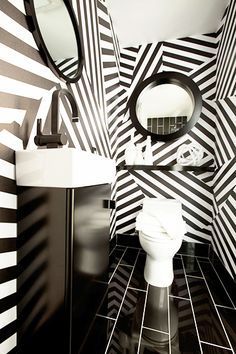 Black & white doesn't have to be boring // Statement Bathrooms