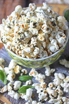Garlic Bread Popcorn - Mind Over Batter How To Dry Oregano, How To Dry Basil, Make Garlic Bread, Popcorn Gift, Flavored Popcorn, Panko Bread Crumbs, Snack Recipes, Snacks