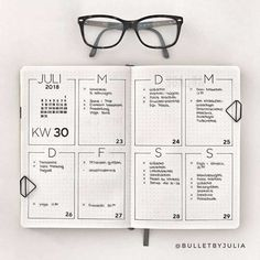 simple home decor Minimalist Bullet Journal spreads are great for busy people. H… simple home decor Minimalist Bullet Journal spreads are great for busy people. Here are some very simple weekly page ideas for when you dont have time to plan. Bullet Journal School, Bullet Journal Inspo, Bullet Journal Spreads, Bullet Journal Weekly Layout, Bullet Journal Aesthetic, Bullet Journal Junkies, Bullet Journal Writing, Bullet Journal Themes, Bullet Journals