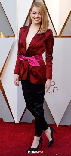 Oscars Emma Stone wears Louis Vuitton to present the Best Director award to Guillermo del Toro Emma Stone Oscars, Allison Janney, Best Director, Cultural Events, Salma Hayek, Beautiful Celebrities, Movie Stars, Red Carpet, Burgundy