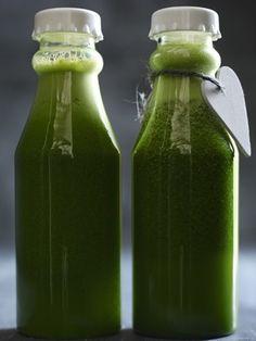 Her er juicen, der hjælper Oppustet? Her er juicen, der hjælper Detox Diet Drinks, Detox Juice Cleanse, Detox Juice Recipes, Natural Detox Drinks, Cleanse Recipes, Detox Juices, Diet Detox, Apple Cider Vinegar Detox, Veggie Juice